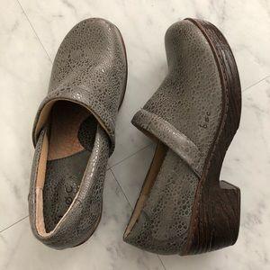 B.o.c. Gray and brown clogs nurses shoes Sz 9.5